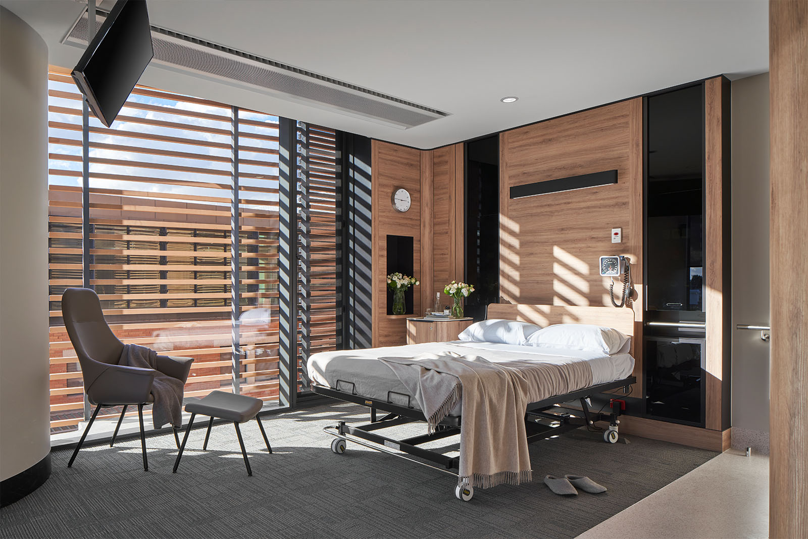 A hospital room in the Gandel Wing, Cabrini Malvern using Artefact Industries lighting products